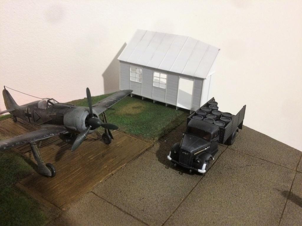 FW 190A8 - EDUARD ROYAL CLASS + Brassin -1/72 + projet diorama (Trois avions terminés) - Page 6 Img_7720