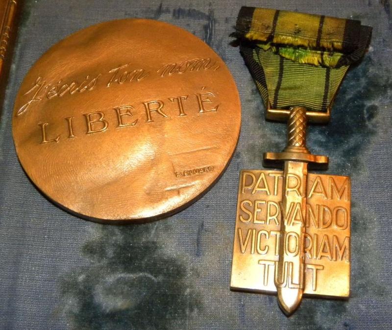 """Croix de compagnon de la Libération du Général """" Yves EZANNO"""" Dscn6420"""