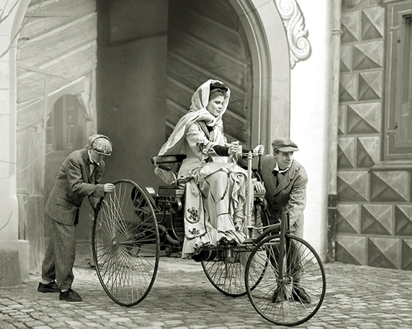 8 Marzo - Bertha Ringer Benz: la Donna che mise in moto l'Automobile Bertha11