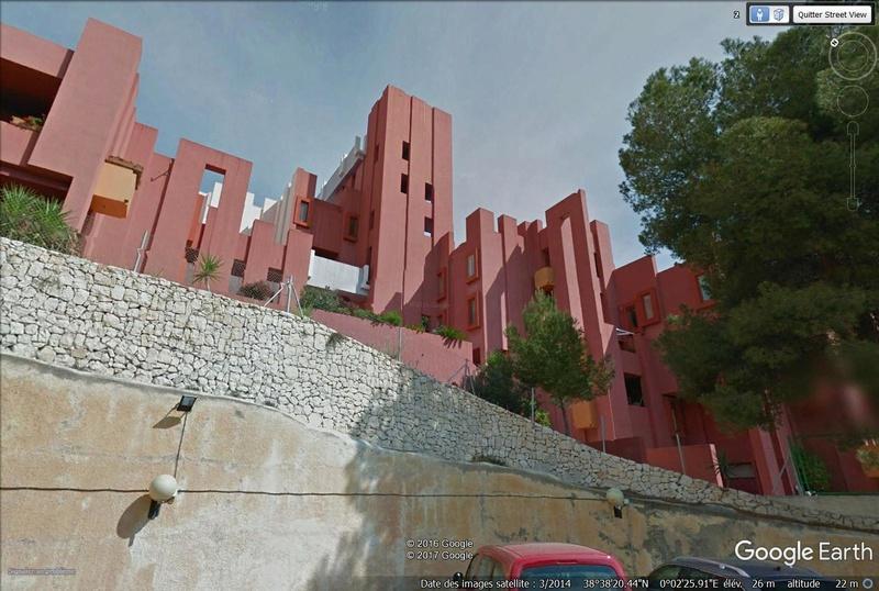 Lieux de tournage de vidéo-clip découverts avec Google Earth - Page 2 La_mur11