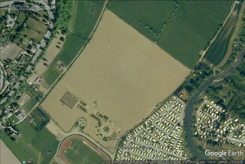 Les labyrinthes découverts dans Google Earth - Page 22 Labyri10