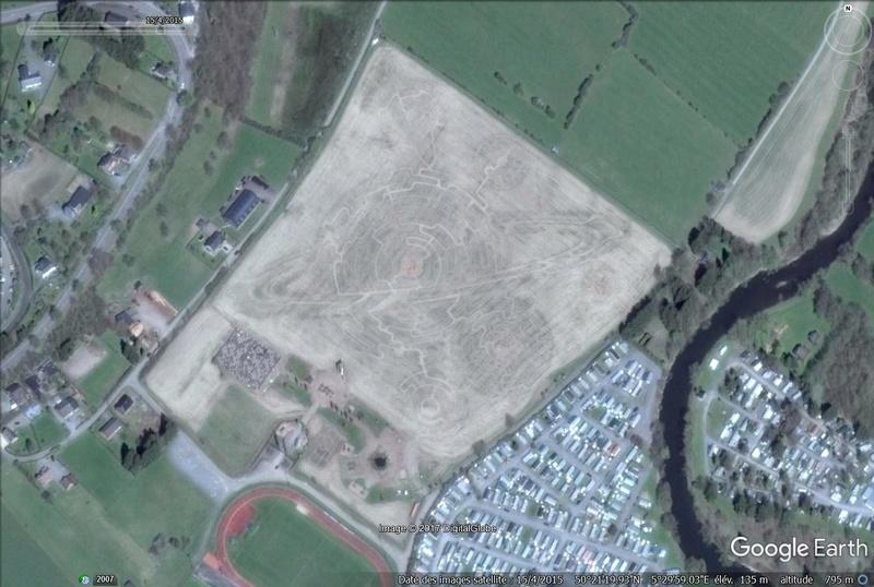 Les labyrinthes découverts dans Google Earth - Page 22 Labyri11