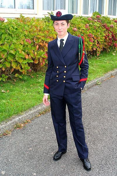 Une jeune-fille élève fusilier marin... 0193