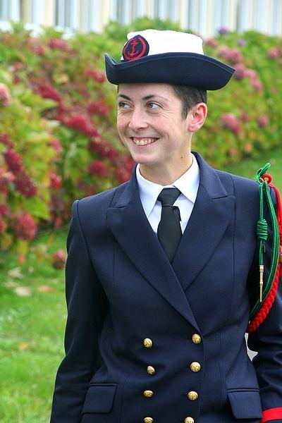 Une jeune-fille élève fusilier marin... 2165