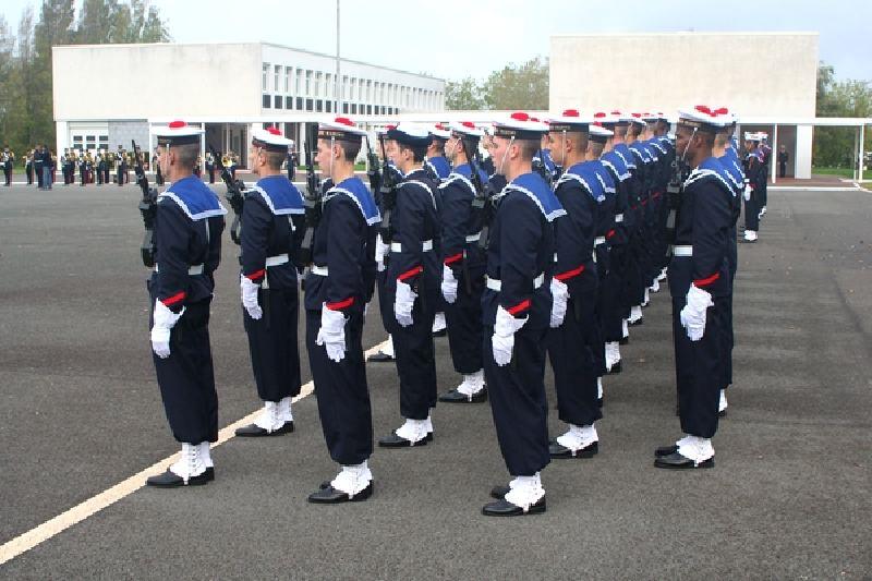 Une jeune-fille élève fusilier marin... 469