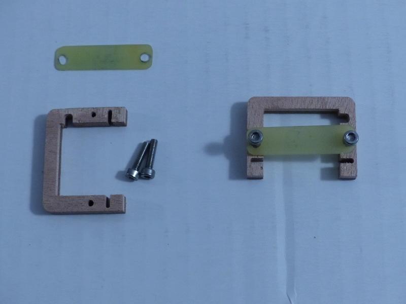 2x Cadres pour Servo MKS 6100  ( neufs) P1010311