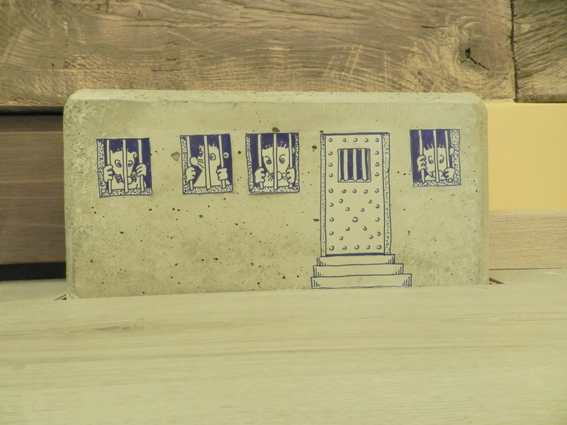 Habillage artistique d'un massif de béton Vauvyr25
