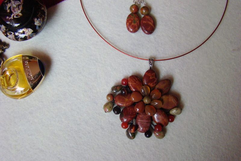 """""""Flori de piatră-Bijoux"""" albumul I-bijuterii artizanale marca Didina Sava Colier57"""