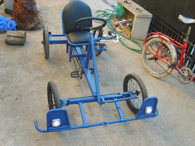 Auto a pedales hecho con material reciclado! Gox10