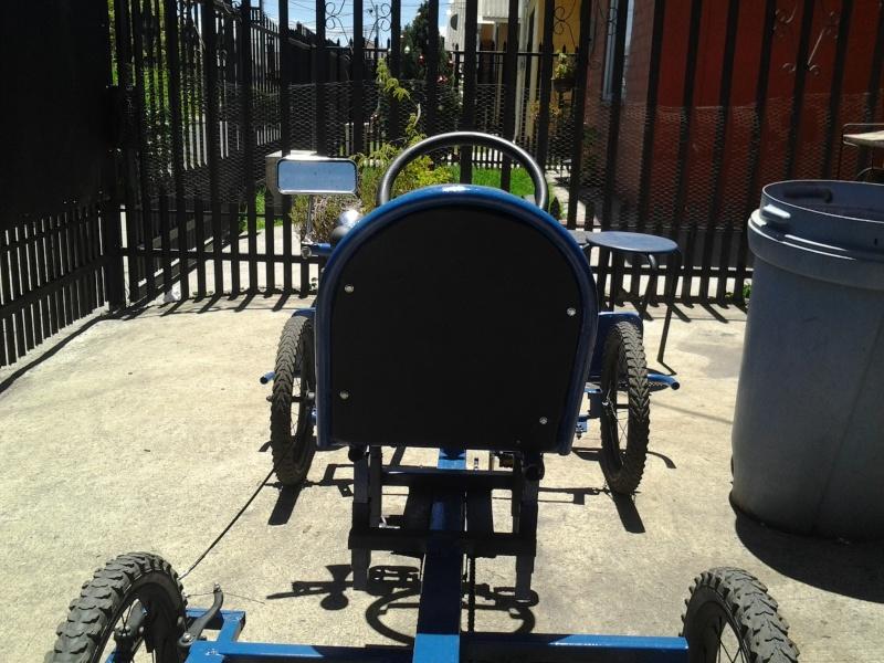 Auto a pedales hecho con material reciclado! Jnh510