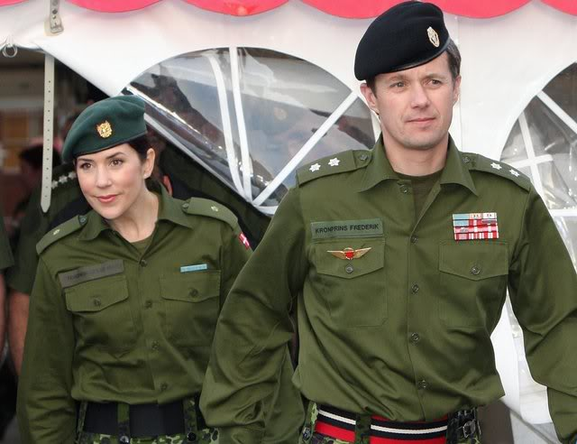 playmette et playboy militaitre du  Danemark  ( juin 2016)..................vive l'europe du nord! 22011910