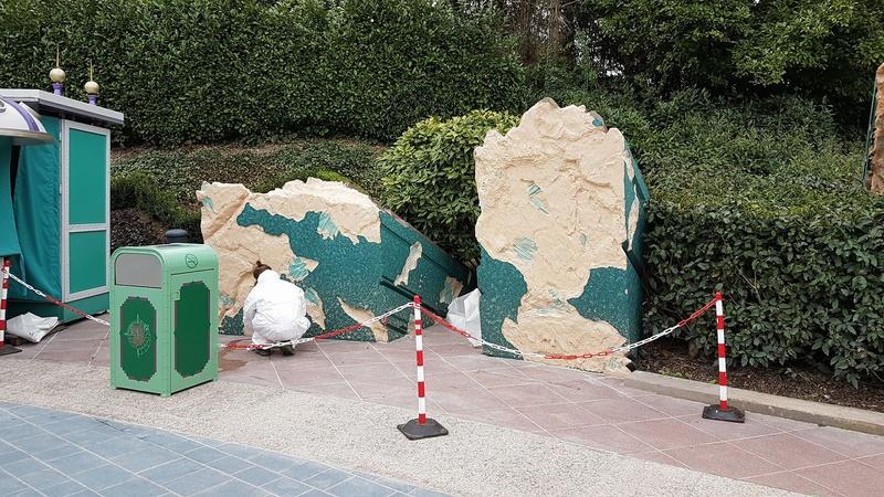 Réhabilitation des rochers à l'entrée de Discoveryland  - Page 10 17390710