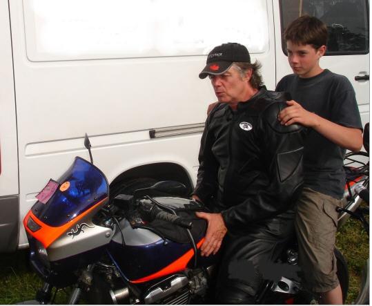 Bienvenue au Salon Moto légende ! Alain_10