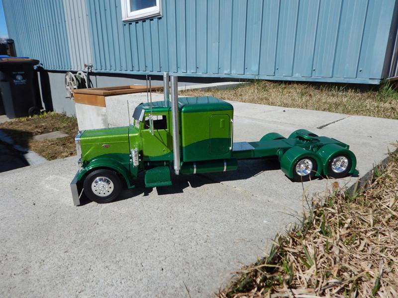 Peterbilt model 359 Custom  Dscn2713