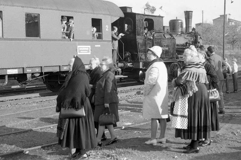 Dampflokabschied bei der Marburger Kreisbahn Tracht10