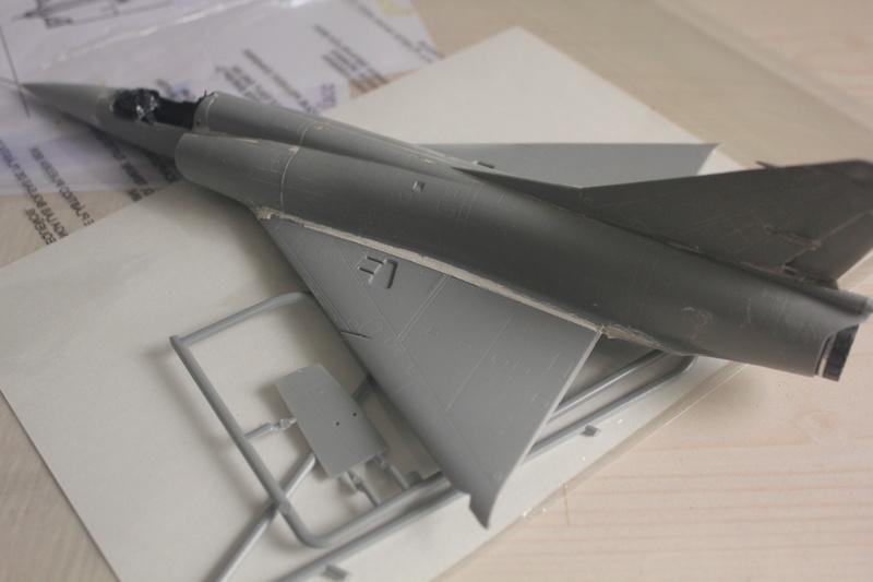 Mirage III ou 5 bien sur....( Kinetic- 1/48 ) Img_2310