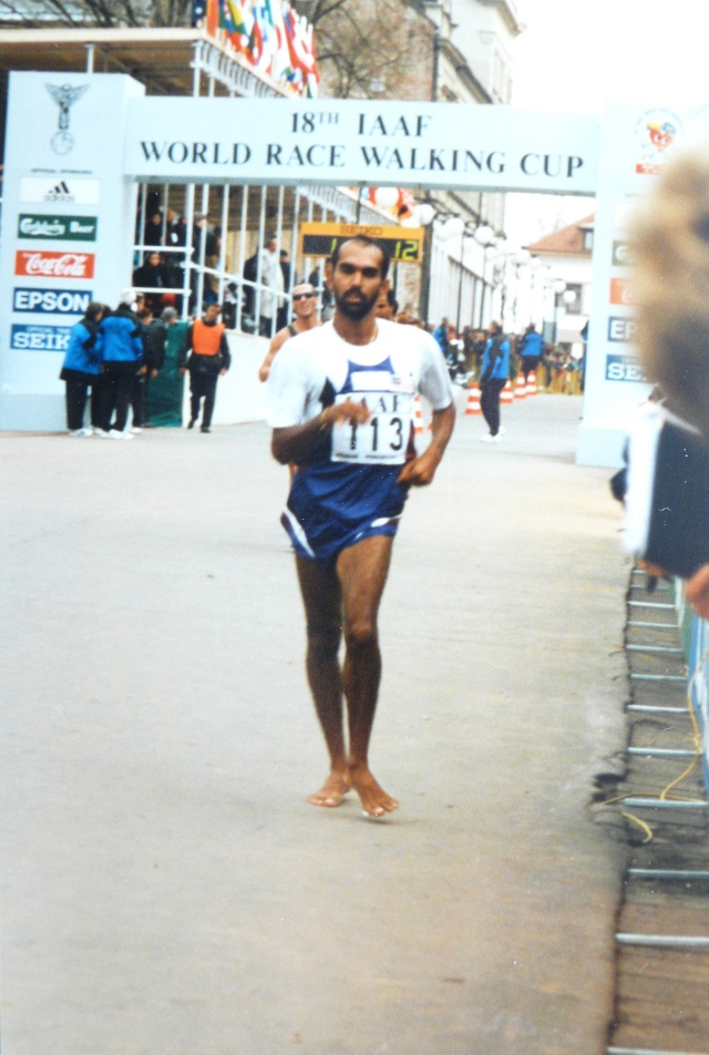 Thirukumaran BALAYSENDARAN : le marcheur aux pieds nus P1080610