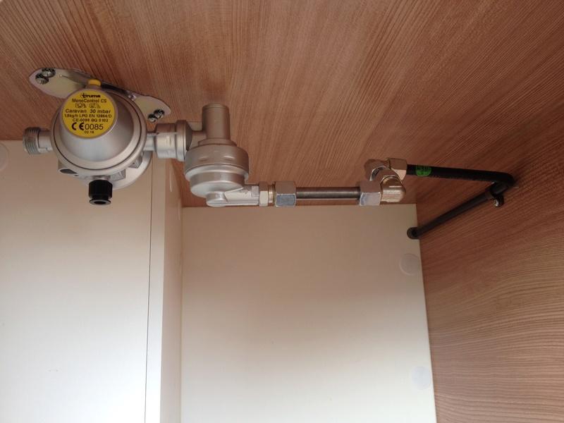 Modification installation dans coffre à gaz Img_5913