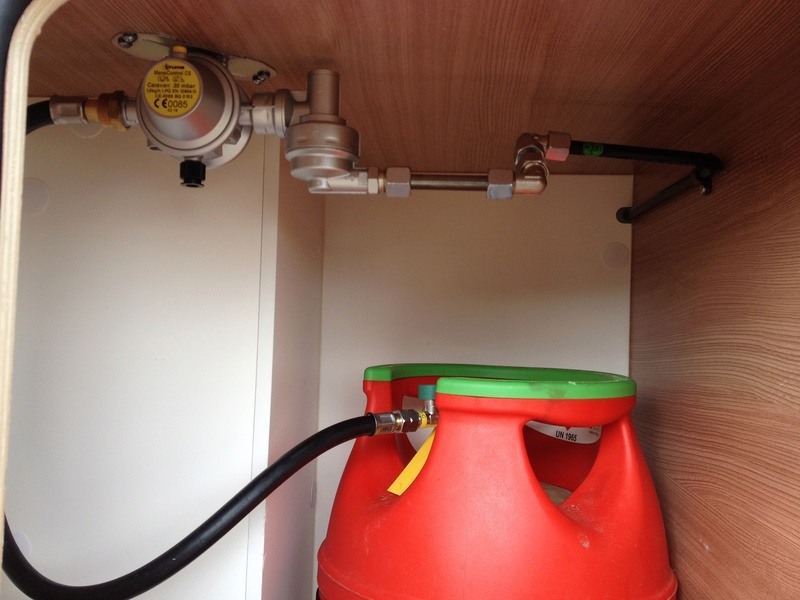 Modification installation dans coffre à gaz Img_5914