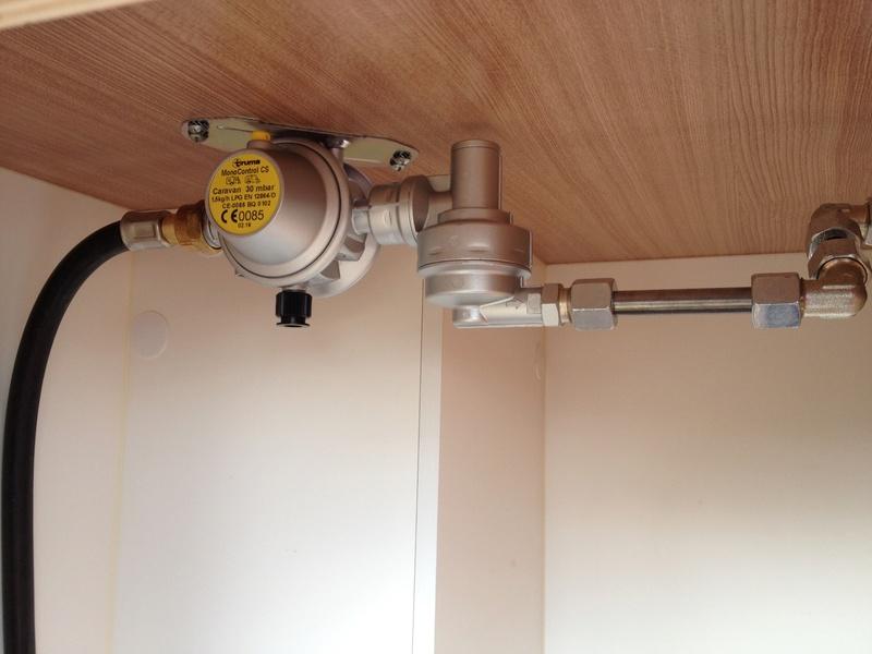Modification installation dans coffre à gaz Img_5915