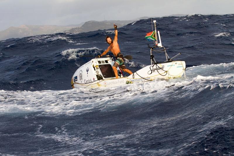 Chris Bertish est devenu le premier homme à réussir la traversée de l'Atlantique en paddle. Chris-11