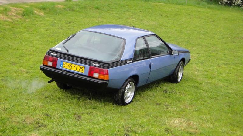 Une Renault plus modeste.... Dsc00121