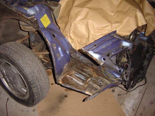 Une Renault plus modeste.... Dsc03110