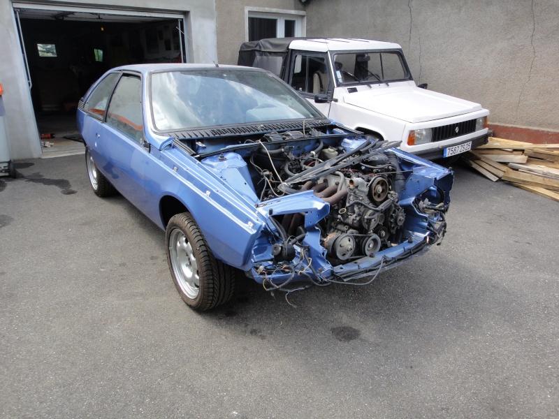 Une Renault plus modeste.... Dsc09010
