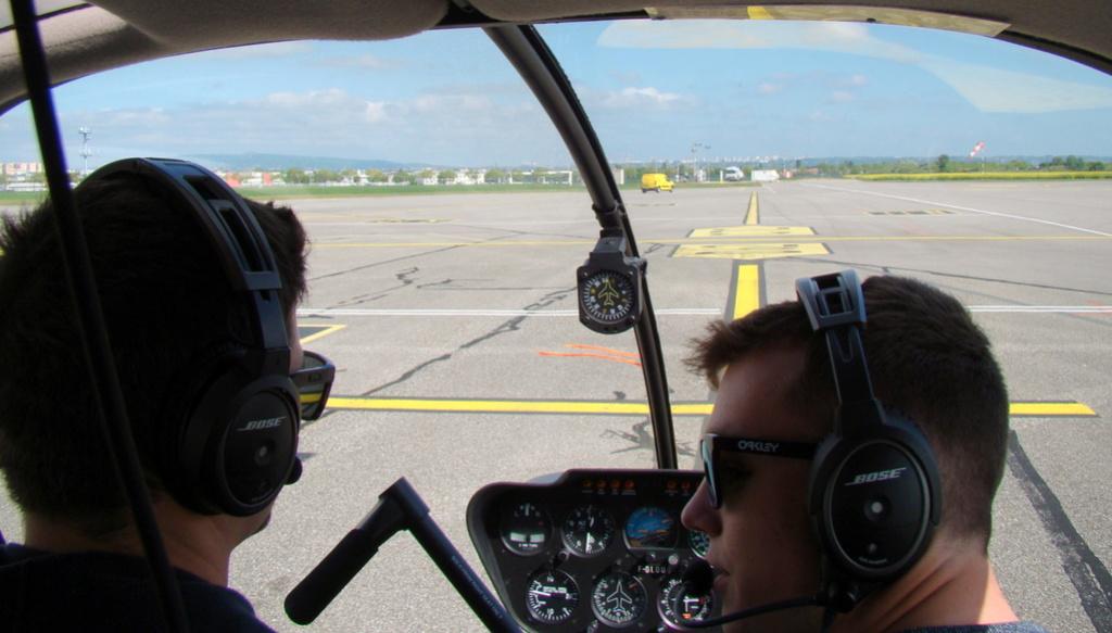 Demi-tour de France en hélicoptère Robinson R44 Dsc05811