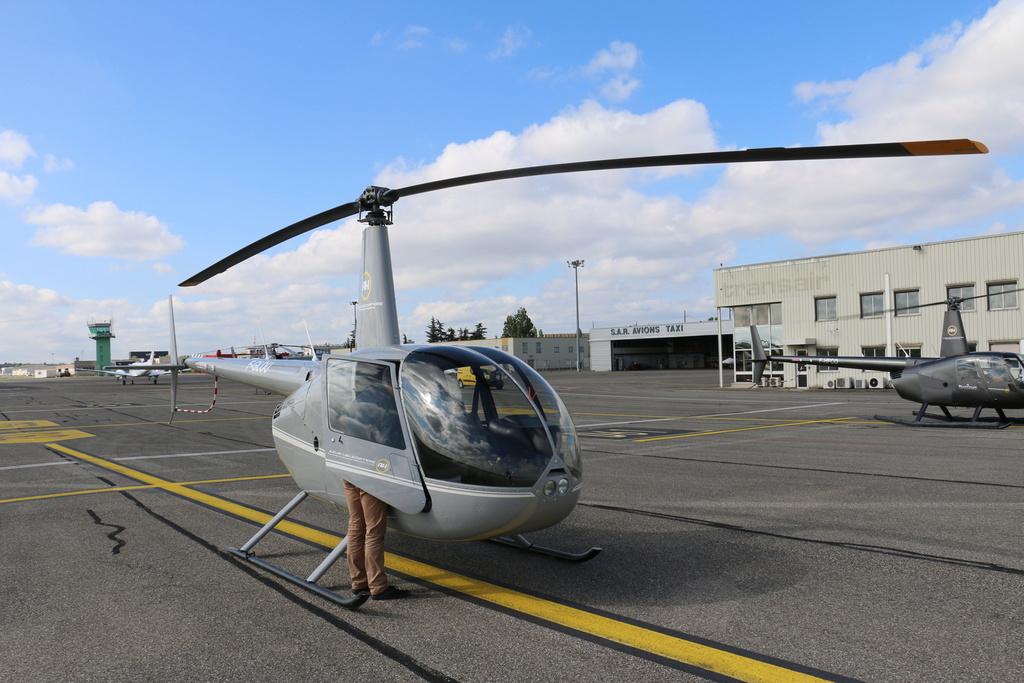 Demi-tour de France en hélicoptère Robinson R44 Img_0035