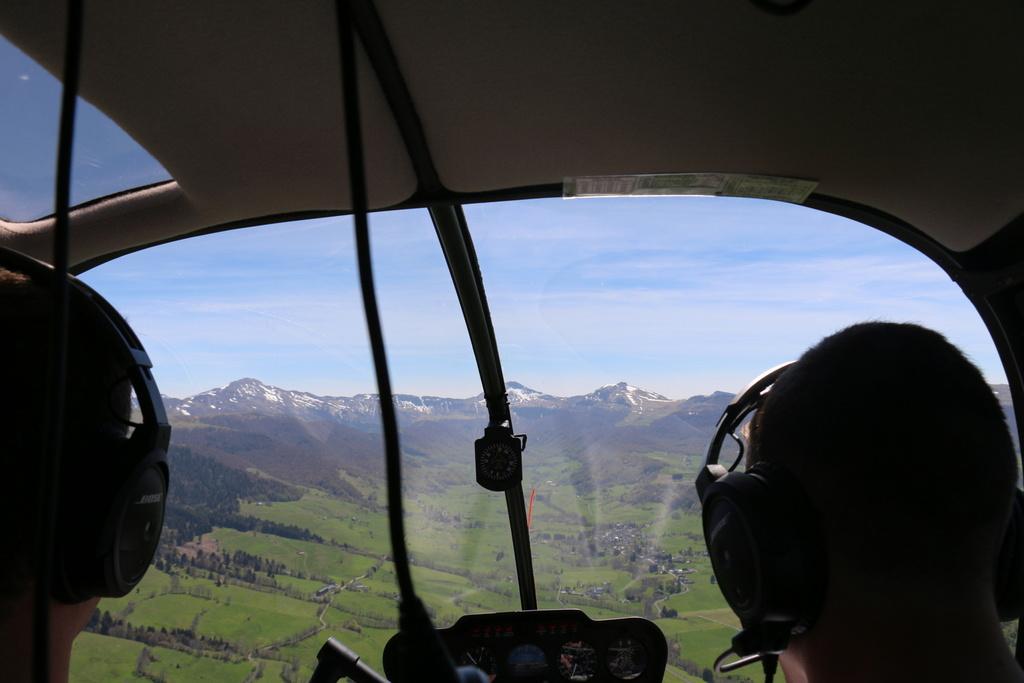 Demi-tour de France en hélicoptère Robinson R44 Img_0038