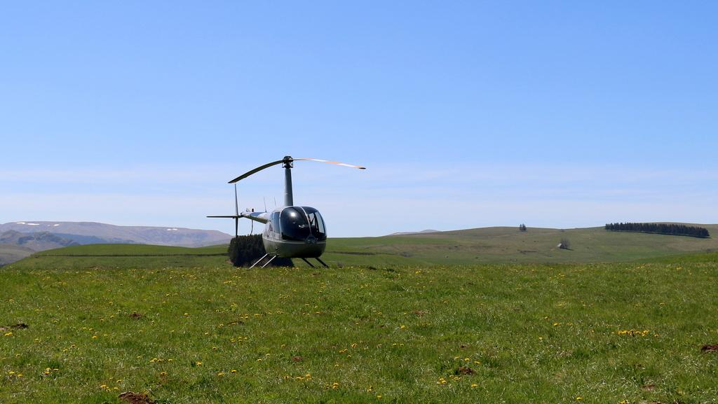 Demi-tour de France en hélicoptère Robinson R44 Img_0039