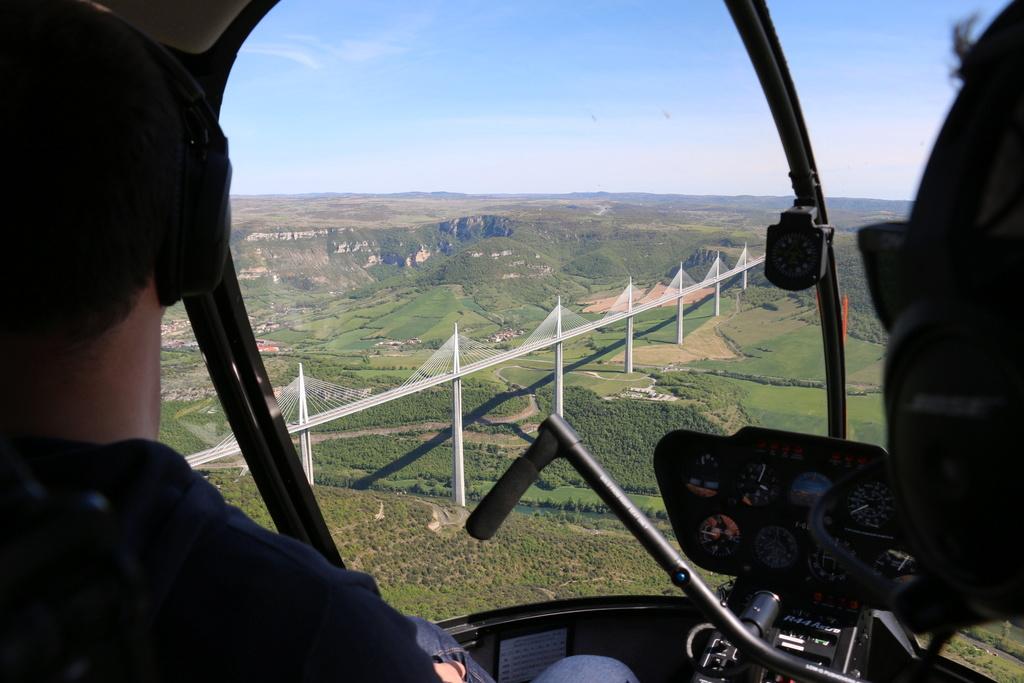 Demi-tour de France en hélicoptère Robinson R44 Img_0046