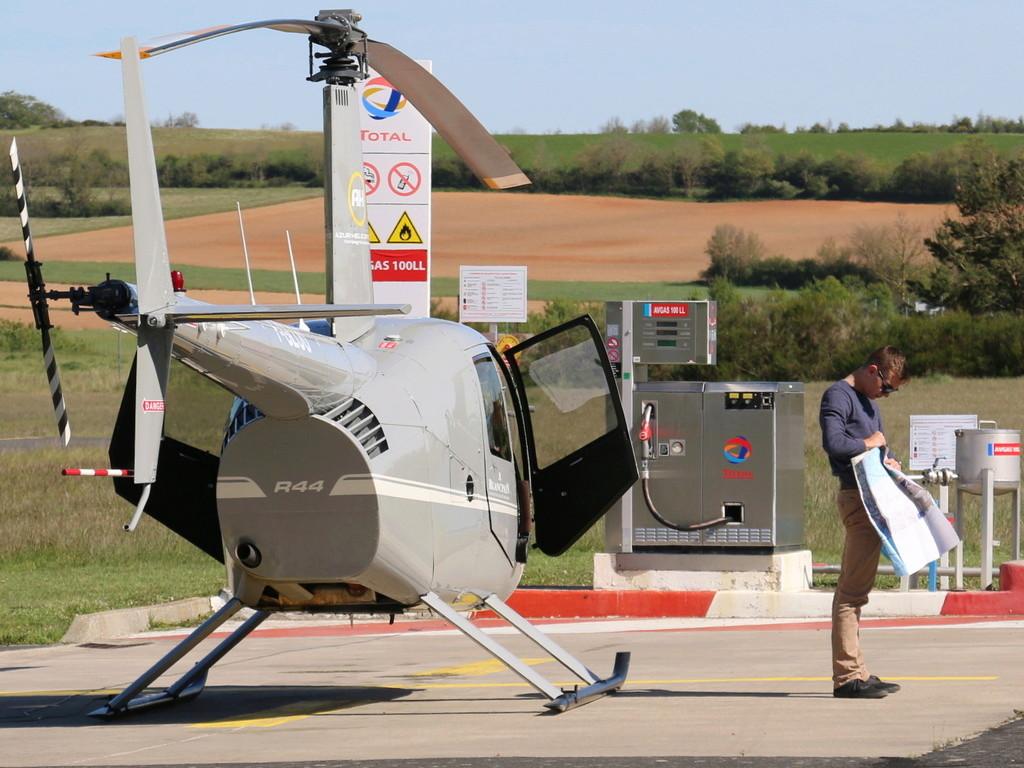 Demi-tour de France en hélicoptère Robinson R44 Img_0047