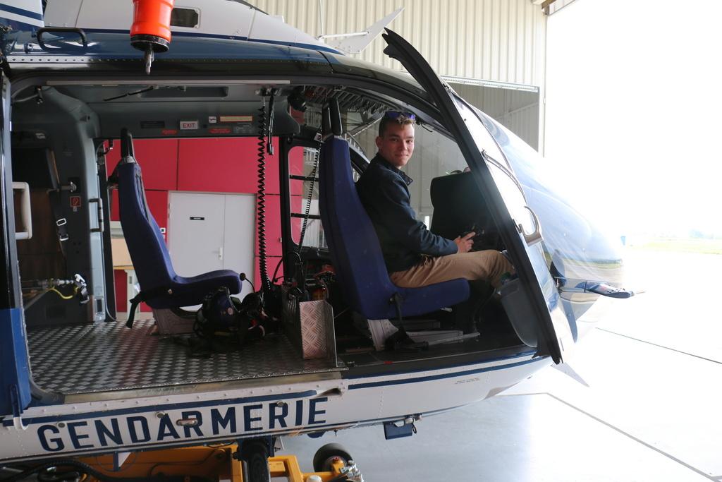 Demi-tour de France en hélicoptère Robinson R44 Img_0232