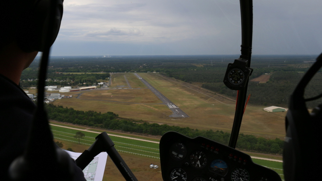 Demi-tour de France en hélicoptère Robinson R44 Img_0235