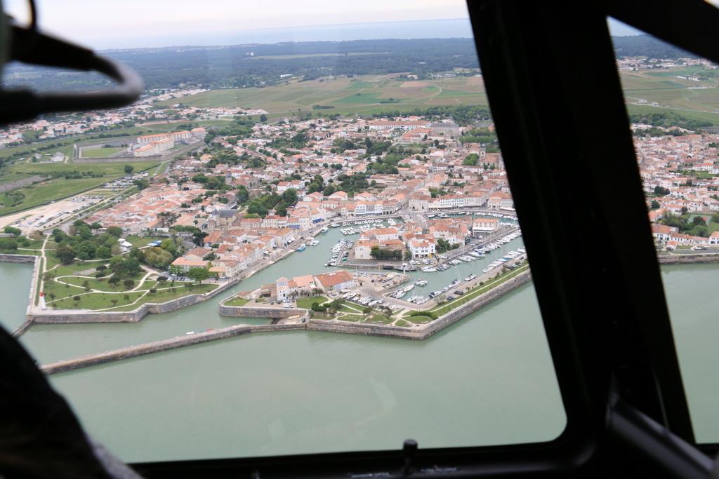 Demi-tour de France en Robinson R44 - Page 2 Img_0356