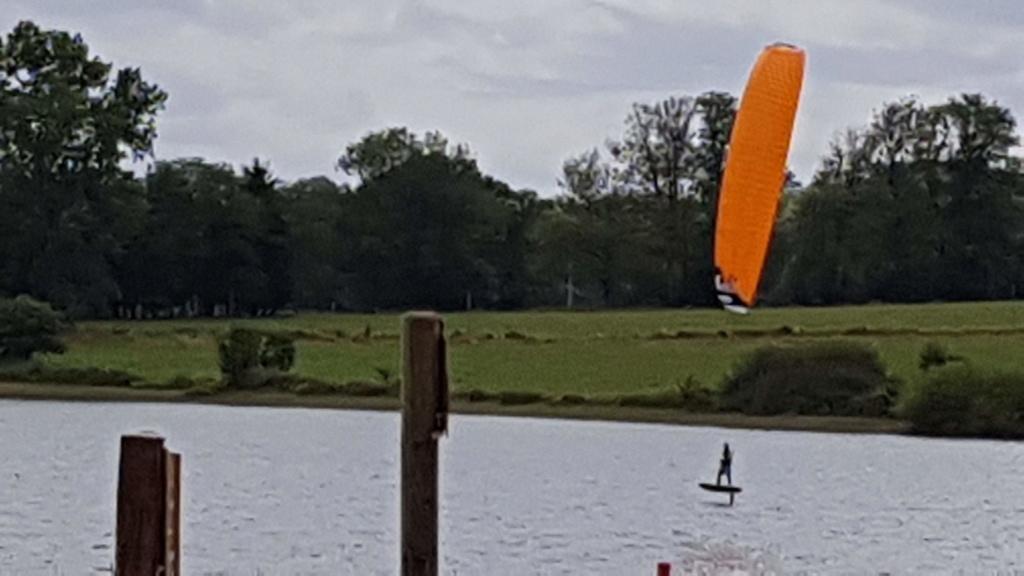 depucelage nav' hydrofoil en lac.... ;p 20180711