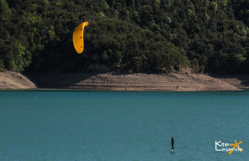 des lacs pour kiter? Kite_a10