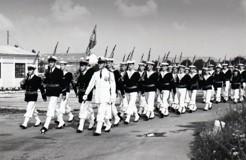 [Les traditions dans la Marine] Tenue dans la Marine- Tome 02 - Page 3 An9312