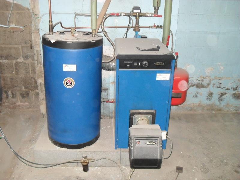 *hors sujet*  chaudière mazout récente + boiler + 2 citernes à vendre Sdc14210