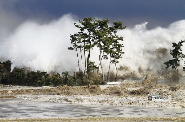 Photos et vidéos insolites - Page 13 Tsunam11