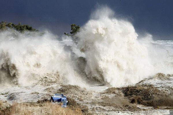 Photos et vidéos insolites - Page 13 Tsunam13