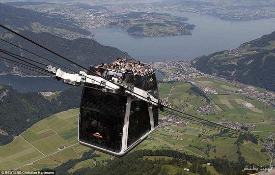 أول تلفريك مكشوف بطابقين فى سويسرا Imagep47