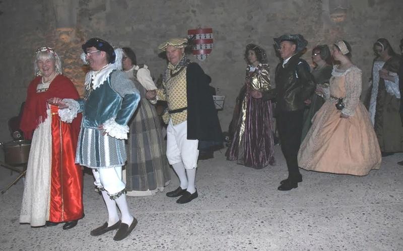 Bal Renaissance au Château de Montmirail, les photos - Page 2 Danses10