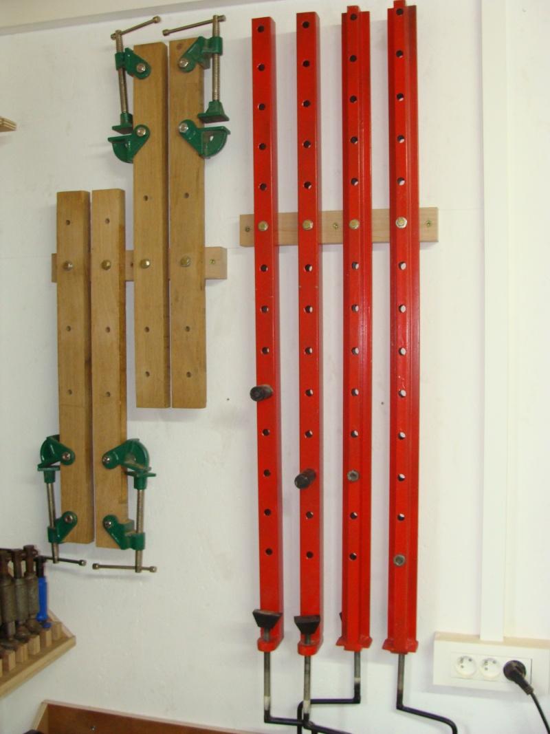 Rangement serre-joint avec 3 bouts de chutes. Dsc01110