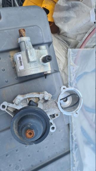 pompe à eau et divers sur  r25 V6 20200813