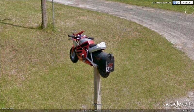 Street View : Les boites aux lettres insolites - Page 4 Moto10