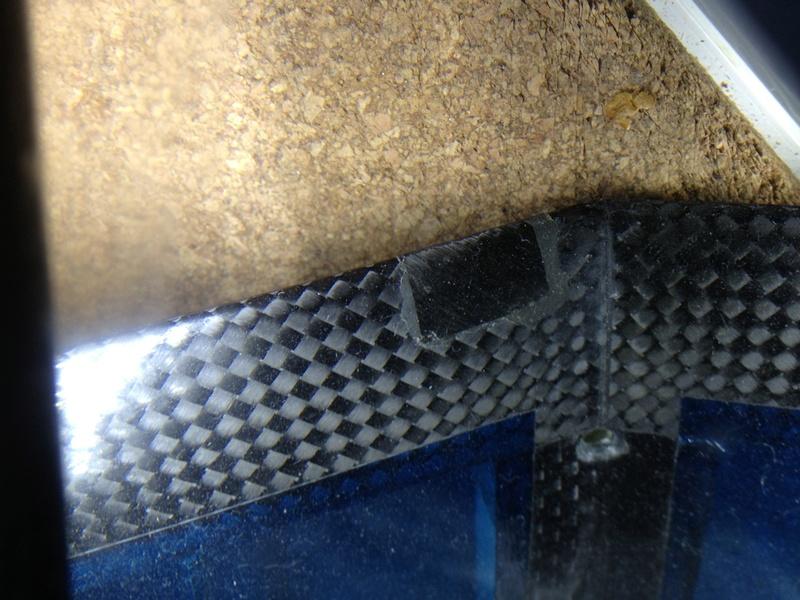 TROUVÉ chute tissu carbone 2x2cm ~ 50g/m² Img_1716