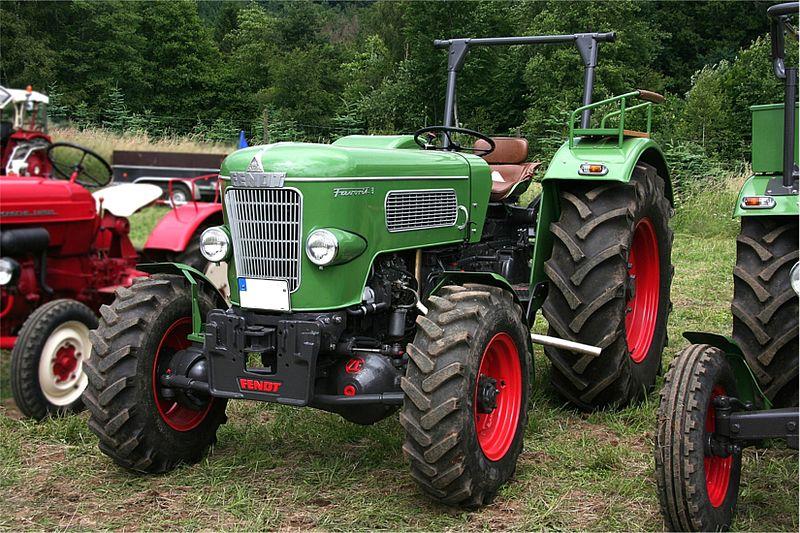 Petits tracteurs 4 roues motrices 800px-10